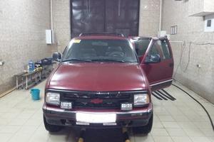 Автомобиль Chevrolet Blazer, среднее состояние, 1995 года выпуска, цена 170 000 руб., Владикавказ