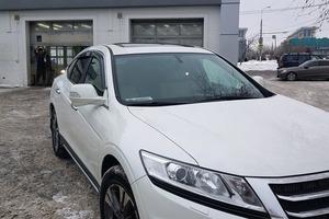 Автомобиль Honda Crosstour, хорошее состояние, 2014 года выпуска, цена 1 400 000 руб., Москва