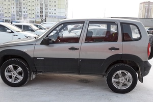Подержанный автомобиль Chevrolet Niva, отличное состояние, 2011 года выпуска, цена 390 000 руб., Нижневартовск