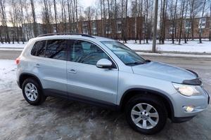 Подержанный автомобиль Volkswagen Tiguan, отличное состояние, 2011 года выпуска, цена 880 000 руб., Смоленск
