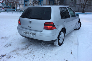 Автомобиль Volkswagen Golf, среднее состояние, 1999 года выпуска, цена 185 000 руб., Сургут