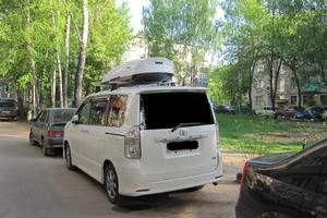 Автомобиль Toyota Voxy, хорошее состояние, 2009 года выпуска, цена 840 000 руб., Москва