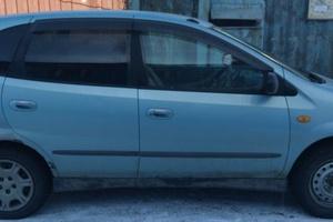 Автомобиль Nissan Tino, среднее состояние, 2000 года выпуска, цена 180 000 руб., Усолье-Сибирское