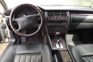 Подержанный автомобиль Audi A8, хорошее состояние, 1995 года выпуска, цена 270 000 руб., Кропоткин