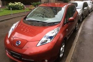 Автомобиль Nissan Leaf, отличное состояние, 2011 года выпуска, цена 750 000 руб., Москва