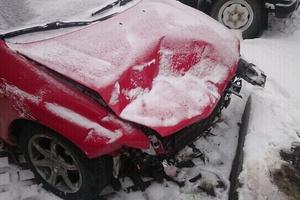 Автомобиль Mazda 323, битый состояние, 1999 года выпуска, цена 20 000 руб., Москва