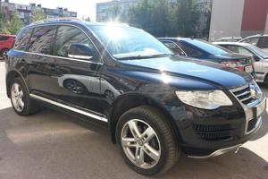 Автомобиль Volkswagen Touareg, хорошее состояние, 2007 года выпуска, цена 900 000 руб., Сургут