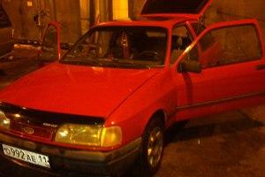 Автомобиль Ford Sierra, среднее состояние, 1988 года выпуска, цена 50 000 руб., Сыктывкар