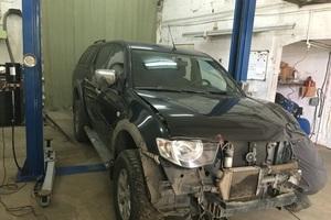 Автомобиль Mitsubishi L200, битый состояние, 2010 года выпуска, цена 200 000 руб., Челябинск