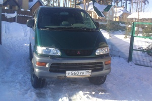 Автомобиль Mitsubishi Space Gear, среднее состояние, 1999 года выпуска, цена 480 000 руб., Екатеринбург