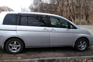 Автомобиль Toyota Isis, хорошее состояние, 2004 года выпуска, цена 450 000 руб., Астрахань