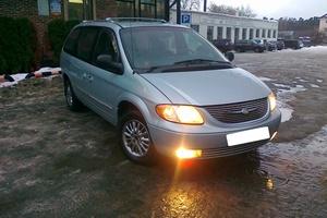 Автомобиль Chrysler Town and Country, отличное состояние, 2002 года выпуска, цена 445 000 руб., Москва