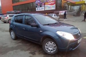 Автомобиль Renault Sandero, отличное состояние, 2013 года выпуска, цена 410 000 руб., Нефтеюганск