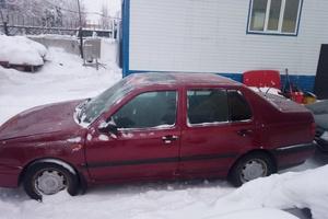 Автомобиль Volkswagen Vento, среднее состояние, 1992 года выпуска, цена 100 000 руб., Сургут