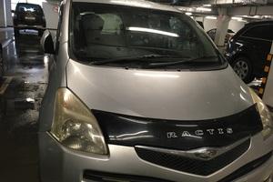 Автомобиль Toyota Ractis, битый состояние, 2006 года выпуска, цена 250 000 руб., Мурманск