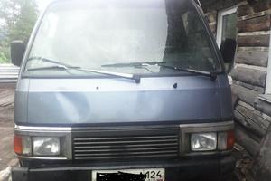 Автомобиль Nissan Urvan, среднее состояние, 1990 года выпуска, цена 120 000 руб., Красноярск