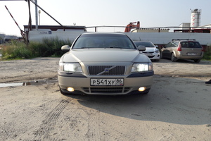 Подержанный автомобиль Volvo S80, хорошее состояние, 2002 года выпуска, цена 300 000 руб., Нягань