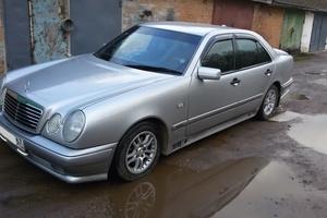Подержанный автомобиль Mercedes-Benz E-Класс, среднее состояние, 1997 года выпуска, цена 190 000 руб., Смоленск