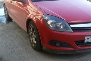 Подержанный автомобиль Opel Astra, хорошее состояние, 2006 года выпуска, цена 320 000 руб., Нижневартовск