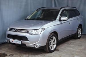 Авто Mitsubishi Outlander, 2012 года выпуска, цена 949 000 руб., Санкт-Петербург