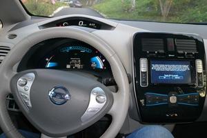 Автомобиль Nissan Leaf, отличное состояние, 2011 года выпуска, цена 1 100 000 руб., Владивосток
