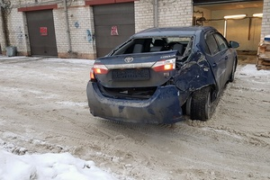 Подержанный автомобиль Toyota Corolla, битый состояние, 2013 года выпуска, цена 625 000 руб., Климовск