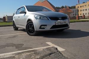 Подержанный автомобиль Kia Cee'd, хорошее состояние, 2010 года выпуска, цена 400 000 руб., Нижневартовск
