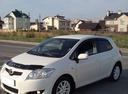 Подержанный Toyota Auris, белый , цена 410 000 руб. в ао. Ханты-Мансийском Автономном округе - Югре, хорошее состояние