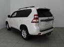 Подержанный Toyota Land Cruiser Prado, белый, 2014 года выпуска, цена 2 240 000 руб. в ао. Ханты-Мансийском Автономном округе - Югре, автосалон