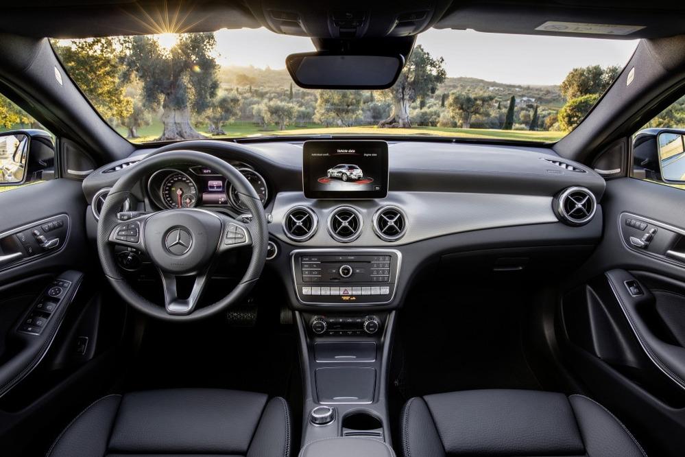 Галерея обновлённого кроссовера Mercedes-Benz GLA 2017 модельного года.