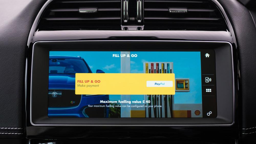 Владельцы Jaguar могут оплачивать бензин не выходя из машины.