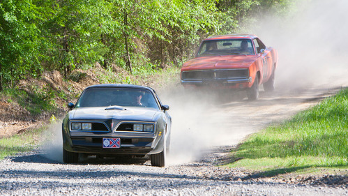 Погоня с участием Dodge Charger General Lee и Pontiac Trans Am Bandit – смотреть видео на Am.ru