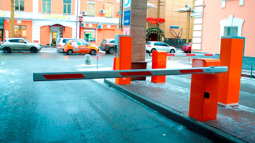 Столичные власти изменили тарифы на парковках «со шлагбаумами».