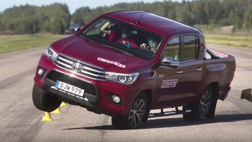Toyota Hilux провалила лосиный тест – смотреть видео на Am.ru