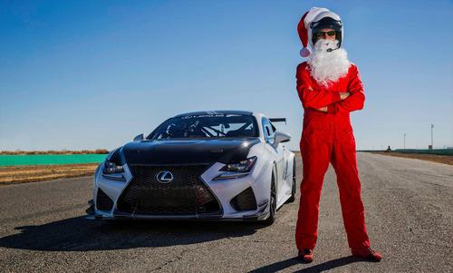 Санта-Клаус промчал по треку на Lexus RC F GT ради благотворительности – смотреть видео на Am.ru