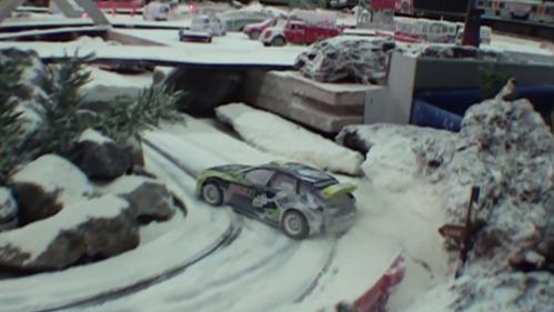 Невероятный игрушечный дрифт на снегу.