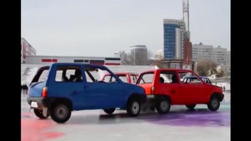 Екатеринбуржцы сыграли в кёрлинг автомобилями.