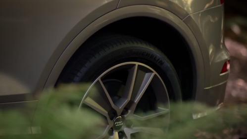 Видеотизер о пневмоподвеске новой Audi Q5.