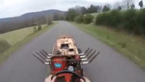 Невероятный тест-драйв «прокачанной» газонокосилки с двигателем V8.
