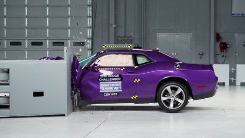 В США провели краш-тест масл-каров Ford Mustang, Chevrolet Camaro и Dodge Challenger.