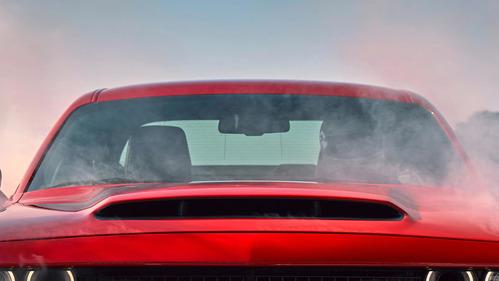 Оцените самый большой воздухозаборник среди серийных машин в новом видеотизере Dodge.