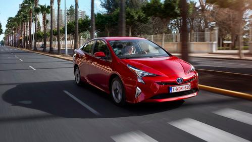 Дилеры Toyota открыли приём заказов на «четвёртый» Prius.
