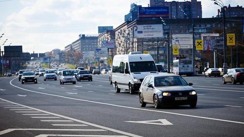 Автомобили с четырьмя и более пассажирами пустят на выделенные полосы.Новости Am.ru