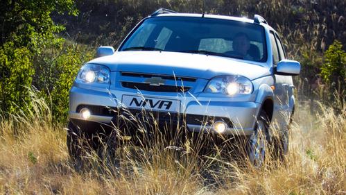 Из-за комплектующих и «внешних условий» Chevrolet Niva подорожала на 1990 рублей.