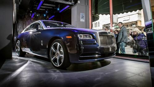 В России продаётся почти 900 «роскошных автомобилей».