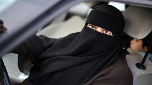 Саудовский принц потребовал предоставить женщинам право управлять машиной.Новости Am.ru