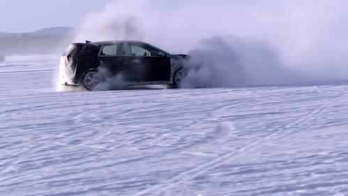 Невероятные снежные покатушки на первом хот-хэтче Hyundai.