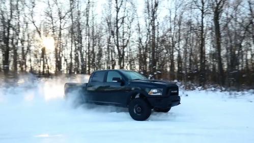 Посмотрите, настолько ли задорен и весел пикап Ram Rebel по колено в снегу?