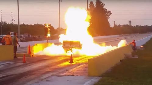 Chevrolet для дрэг-рейсинга взорвался на старте – смотреть видео на Am.ru