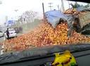 Неудачный манёвр на дороге обернулся жутким ДТП и кирпичным завалом.
